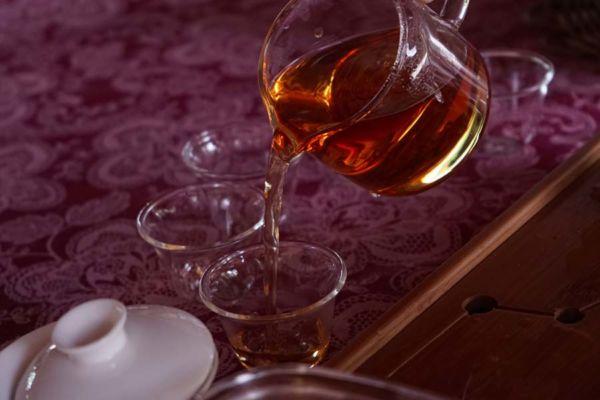 tomar chá preto faz bem