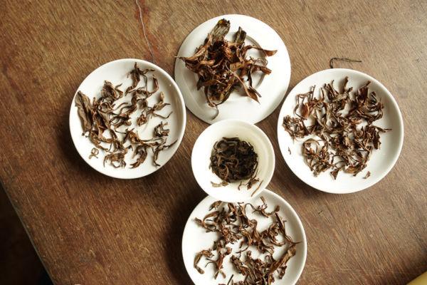 folhas inteiras chá preto
